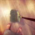 部屋のそうじは昔ながらのほうきがオススメ。思いたったら5分内行動で掃き清める