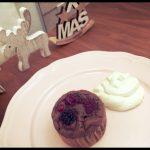 お砂糖なしでバナナの甘さだけ。ココアとベリーの低糖質ケーキ。クリスマスにおすすめです