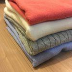 この冬買いたしたきれい色ニットで子どもと博物館コーデと、ユニクロセーターが優秀なので結局4枚を着まわしている件